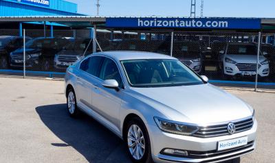 Volkswagen Passat 1.6TDi Advance  120cv Gris plata